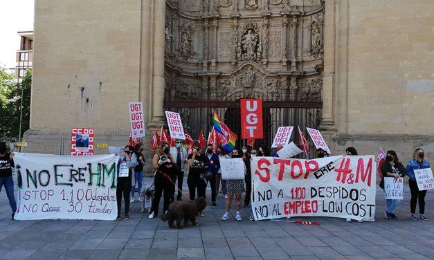 Las trabajadoras de H&M en La Rioja secundan la segunda jornada de huelga y protestan contra el ERE y el empleo low cost